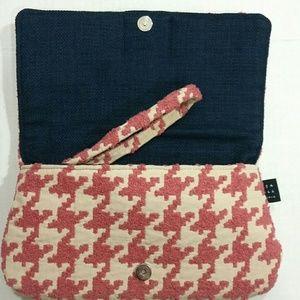 1154 Lill Studio Bags - 4/$20 Sale 1154 Lilli Studio Houndstooth Clutch